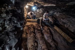 A picture taken on September 9, 2017 shows Egyptian labourers and archaeologists unearthing mummies at a newly-uncovered ancient tomb for a goldsmith dedicated to the ancient Egyptian god Amun / PHOTO / KHALED DESOUKI/AFP/Getty Images)